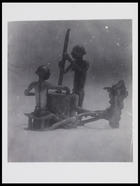 2 figurines: 1 grinding with a mortar and pestle and 1 seated on a stool 11 x 8 cm. D684